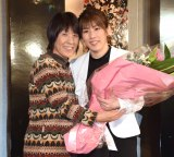 引退会見を行った吉田沙保里さんと母の幸代さん(左) (C)ORICON NewS inc.