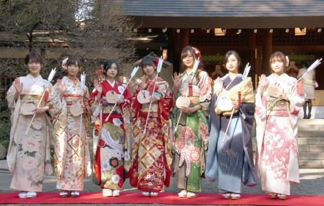 乃木坂46の新成人メンバー8人が乃木神社で成人式を行っ