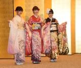 『AKB48グループ 2019年新成人メンバー 成人式記念撮影会』に参加したNGT48(左から)中村歩加、荻野由佳、加藤美南 (C)ORICON NewS inc.