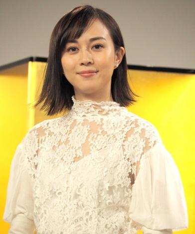 NHK BSプレミアム放送のドラマ『盤上のアルファ〜約束の将棋〜』の取材会に出席した比嘉愛未
