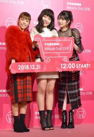 コスメ公式通販セール『@cosme Beauty Day』プレス発表会に出席した(左から)若槻千夏、ガンバレルーヤ・まひる、NMB48・吉田朱里  (C)ORICON NewS inc.