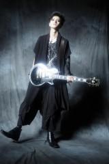 映画『JK☆ROCK』でギター演奏に初めて挑んだ山本涼介 (C)2019「JK☆ROCK」ビジネスパートナーズ