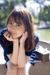 セントラルパークでボートに乗る生田絵梨花=写真集『インターミッション』先行カット(撮影/中村和孝)