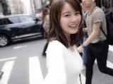 ニューヨーク・ソーホー地区の交差点を笑顔で駆ける生田絵梨花(撮影/中村和孝)