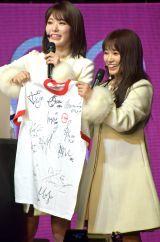抽選で当たったファンにはIZ*ONE12人のサイン入りTシャツをプレゼント=『IZ*ONE日本デビューショーケース-1stシングル「好きと言わせたい」発売記念イベント-』より(C)ORICON NewS inc.