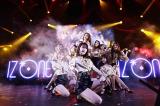 美脚際立つ新衣装で日本デビュー曲「好きと言わせたい」を初披露したIZ*ONE(C)OFF THE RECORD