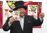 ルネッサーンスのポーズで本をアピールした山田ルイ53世・髭男爵 (C)ORICON NewS inc.