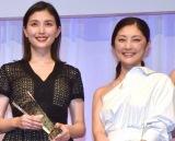 『第30回 日本ジュエリー ベストドレッサー賞』の授賞式に出席した(左から)橋本マナミ、常盤貴子 (C)ORICON NewS inc.