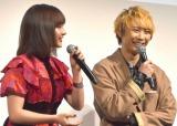 須賀健太、褒めちぎられ終始笑顔