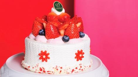 サムネイル 直径約12cm。一番人気の新宿高野のホールケーキ『紅ほっぺフロリ』(税込3564円)