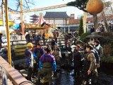 2月3日放送、テレビ東京系『緊急SOS!池の水ぜんぶ抜く大作戦』東京・浅草「花やしき」の中心にある池をピカピカにする大作戦(C)テレビ東京