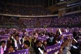 「台湾へようこそ!」のボードを掲げる台湾ファン