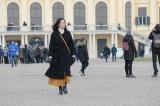 2月3日放送の『吉田羊、プラハ・ウィーンへ ヨーロッパに嫁いだなでしこ物語』シェーンブルン宮殿を歩く(C)読売テレビ