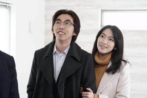 水曜ドラマ『家売るオンナの逆襲』の5話でゲスト出演する(左から)柄本時生、知英(C)日本テレビ