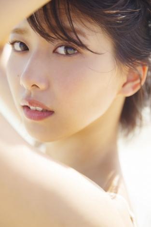 サムネイル 1st写真集を発売する欅坂46・渡邉理佐(撮影/倉本GORI)