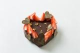 ゴディバジャパン初となる手作りキット「My Heart Chocolate Cake Set」デコレーション例(イチゴ金箔などはセット内容に含まれない)