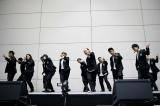 吉本坂46選抜メンバーがデビュー曲「泣かせてくれよ」を披露
