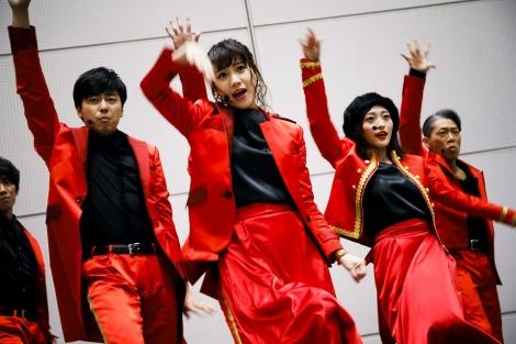 吉本坂46ダンス選抜ユニット・REDが「君の唇を離さない」を披露