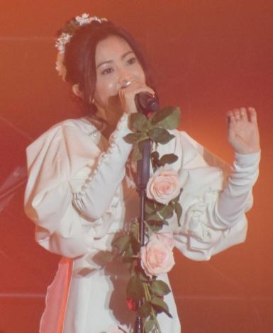 『Samantha Thavasa 25周年キック・オフプレ発表会』でライブパフォーマンスを行った倉木麻衣 (C)ORICON NewS inc.