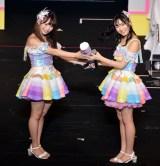 1月17日にSKE48劇場で行われた『ポスト松村香織決定戦』で優勝し、後継者に選ばれた白井琴望にケツバット継承 (C)ORICON NewS inc.