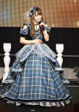 この日のために製作されたドレスで卒業曲「ありがとうは言いたくない」を熱唱 (C)ORICON NewS inc.