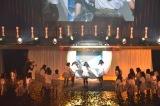 最後のあいさつで落とし穴にハマる松村香織と駆け寄るメンバー=『SKE48松村香織 卒業コンサート 〜これで終わると思うなよ?〜』 (C)ORICON NewS inc.