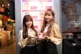 MAGNET by SHIBUYA109の7F『IZ*ONE「好きと言わせたい」バレンタイン・カフェ』を訪れたIZ*ONE(左から)矢吹奈子、チョ・ユリ(C)OFF THE RECORD
