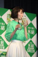 「氷結」新商品発表会に出席した波瑠