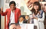 松崎しげると初のビジネスキスをした相席スタート・山崎ケイ(右)=映画『素晴らしきかな、人生』バレンタインデー直前イベント(C)ORICON NewS inc.