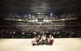 ぎっしり満員のファンをバックに記念撮影 Photo by キセキミチコ