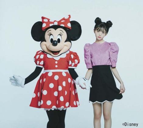 サムネイル 『sweet』3月号で初共演が実現した齋藤飛鳥とミニーマウス
