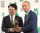 『BLOG of the year 2018』で最優秀賞を受賞した市川海老蔵(右) (C)ORICON NewS inc.