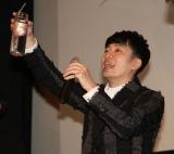 映画『コードギアス 復活のルルーシュ』初日舞台あいさつに出席した乾杯をする福山潤 (C)ORICON NewS inc.