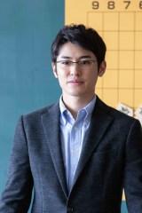 主人公・秋葉隼介(玉木宏)の恋のライバルになっていくプロ棋士・伊達和寿(堀井新太)(C)NHK