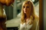 Netflixオリジナル映画『セレニティー:平穏の海』(3月8日配信開始)アン・ハサウェイが金髪に