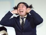 映画『洗骨』公開記念舞台あいさつに登壇した鈴木Q太郎