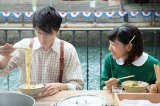 連続テレビ小説『まんぷく』初デートで屋台のラーメンを食べる福子と萬平(C)NHK