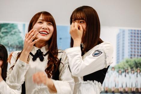 キャプテンの佐々木久美(右)は感涙