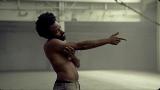 『第61回グラミー賞』年間最優秀レコードと年間最優秀楽曲を受賞したチャイルディッシュ・ガンビーノ「This Is America」ミュージックビデオ写真