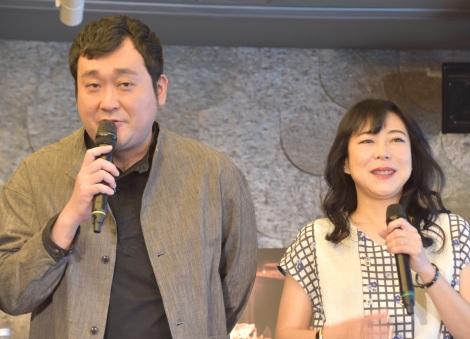 焼酎『となりのおくさん』シリーズ販売開始記念イベントに出席した(左から)大、椿鬼奴 (C)ORICON NewS inc.