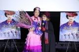 名古屋・ミッドランドスクエアシネマで行われた映画『メリー・ポピンズ リターンズ』のイベントで、久しぶりに再会した浅田真央と山田満知子コーチ