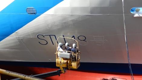 メンバーの藤原あずさ&矢野帆夏がSTU48号のプレートを塗装するVTRも放映(C)STU