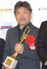 『第73回毎日映画コンクール』の表彰式に出席した塚本晋也 是枝裕和監督 (C)ORICON NewS inc.