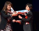 『第73回毎日映画コンクール』の表彰式に出席した城桧吏(右)
