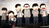 劇場版『えいがのおそ松さん』完成披露舞台あいさつに登場した(後列左から)トド松、十四松、一松、チョロ松、カラ松、おそ松(C)ORICON NewS inc.