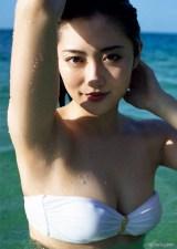 『週刊ヤングマガジン』第12号の表紙を飾った奥山かずさ(C)佐藤裕之 /ヤングマガジン