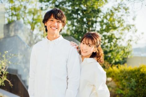 サムネイル 結婚を報告した(左から)高橋祐治選手、高城亜樹