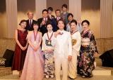 第1回『日本演歌歌謡大賞』の大賞に輝いた氷川きよし(中央)