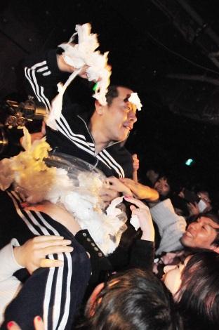 ゲストボーカルは銀杏BOYZ・峯田和伸=2019.2.15 東京・新宿LOFT『オナニー・グラフィティ♪レコ発ツアー2019〜BAKA IS NOT DEAD!!〜』