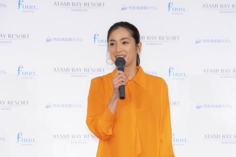サムネイル 『ATAMI BAY RESORT KORAKUEN』発表会に出席した中村アン